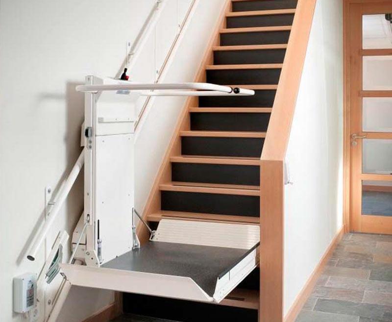 Overal rolstoeltoegang met een plateau traplift van de for Wat kost een trap